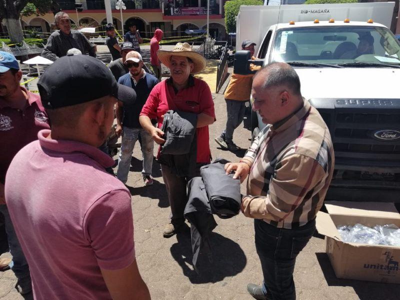 Entrega de Uniformes y Camión Recolector a miembros de Aseo Público